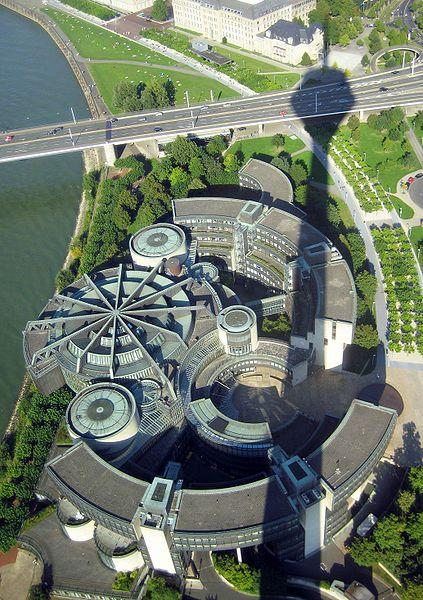 Abbildung 9: Der neue Landtag, fotografiert vom  Rheinturm aus