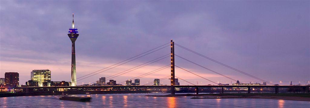 Stadttor, Rheinturm und Rheinkniebrücke (c) Philipp  Sanke