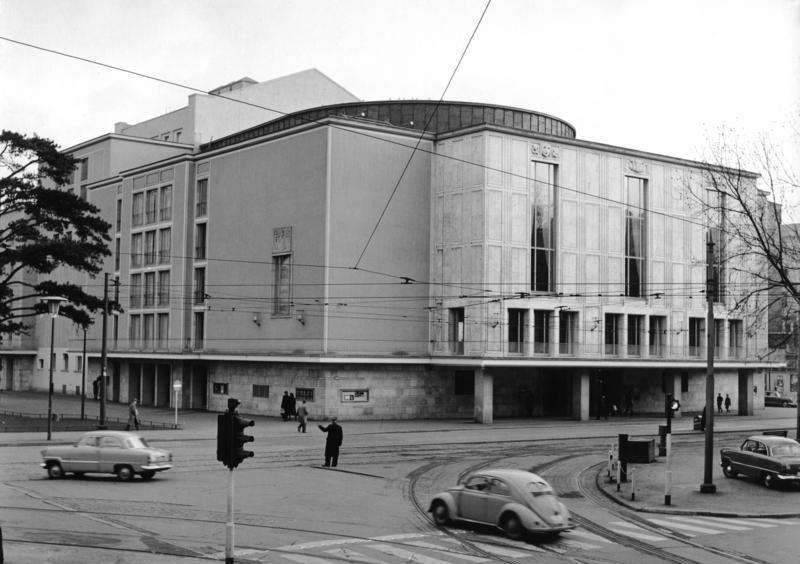 Abb. 4: Das Opernhaus 1959