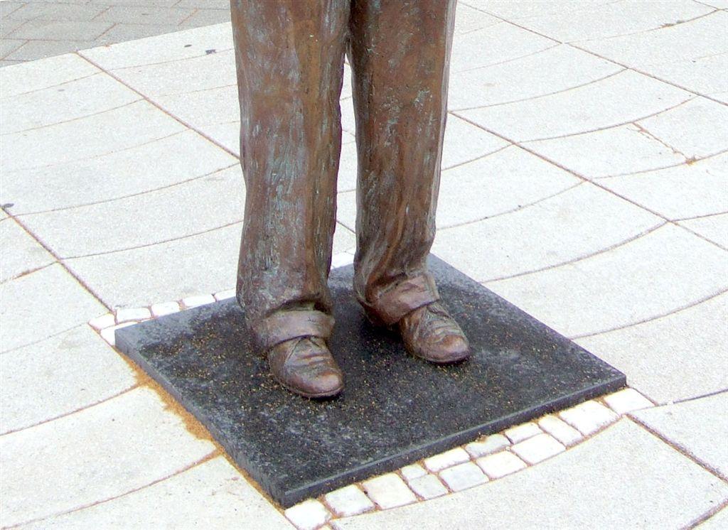 Johannes-Rau-Statue,